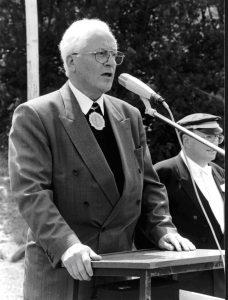 Pastor Walter Hussok