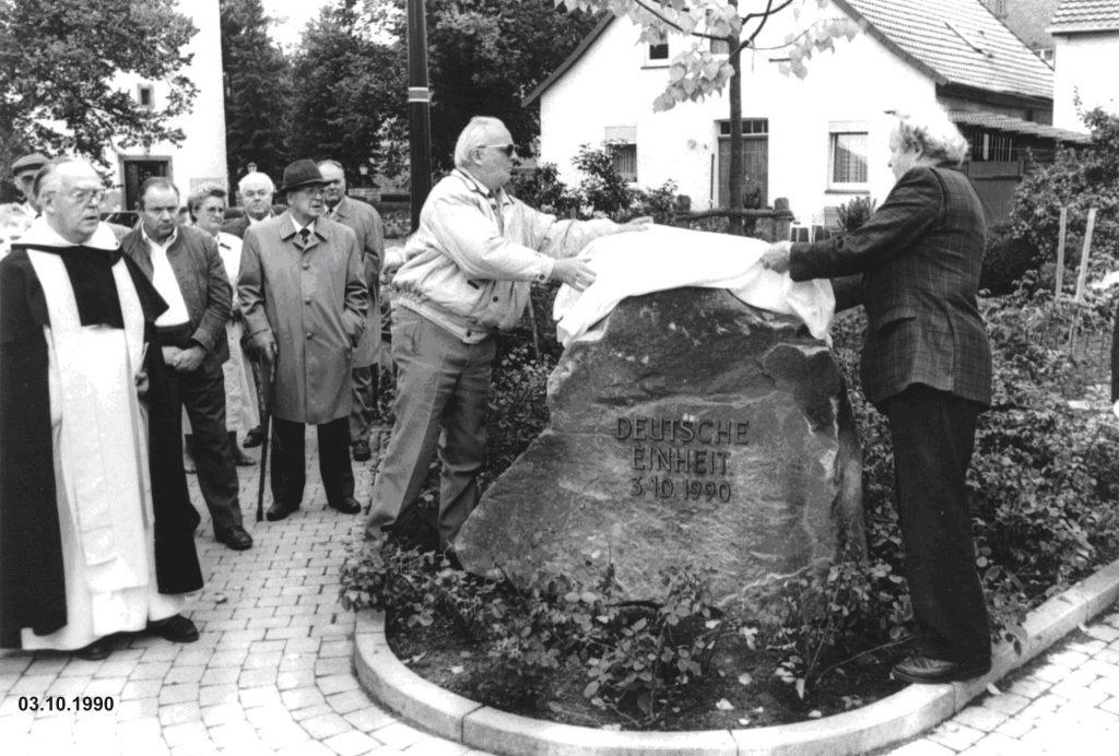 Enthuellung des Gedenksteines zur deutschen Einheit